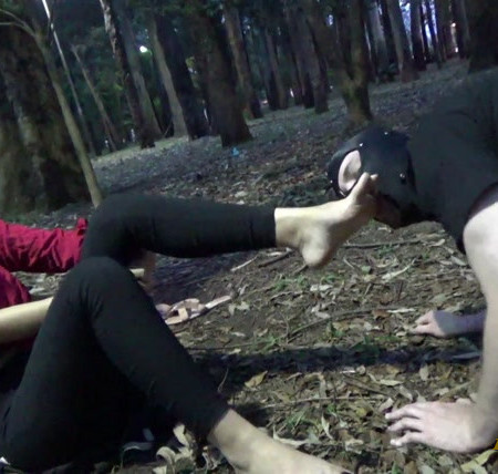 Girls Fetish Brazil - Dirty Feet in the Park and Humiliation in Public by Princess Shirley