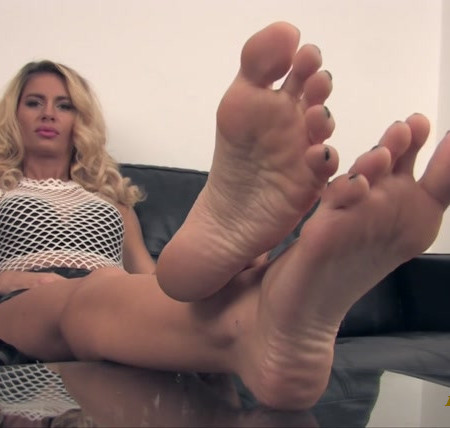 Noemis World - Beautiful blonde with wide soles