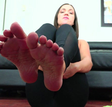Goddess Alyssa Reece - Worship My Feet After The Gym