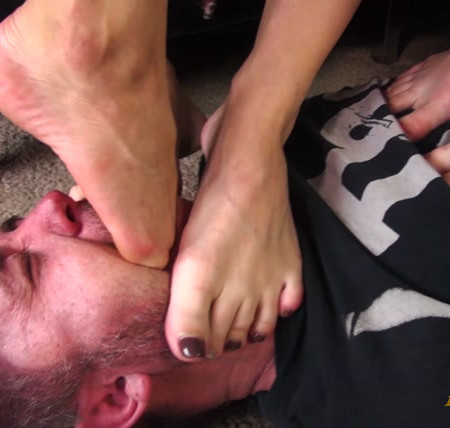 Bratty Foot Girls - Sunshine, Lucy Larsson, Amethyst Mars - Triple teaming the Lazy Roomie with Stinky feet