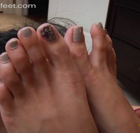 I WANT FEET - Slave Maid's Treat Sweaty, stinky feet!