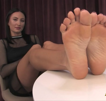 Noemis World – Tall brunette with rough soles