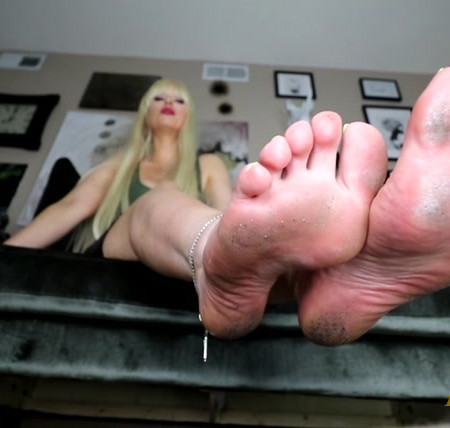 Roxana Rae - Locked up Foot Loser
