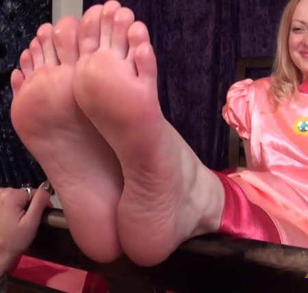 Pleasures Of The Sole - Princess Peach Foot Worship