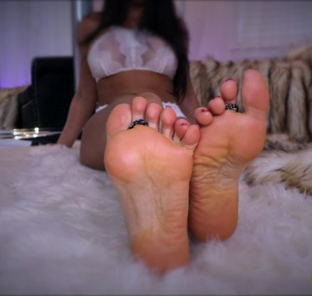 Queen Regina - Amazing Foot Addiction