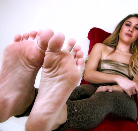 Serve Skylar - Sweaty Skylar Feet
