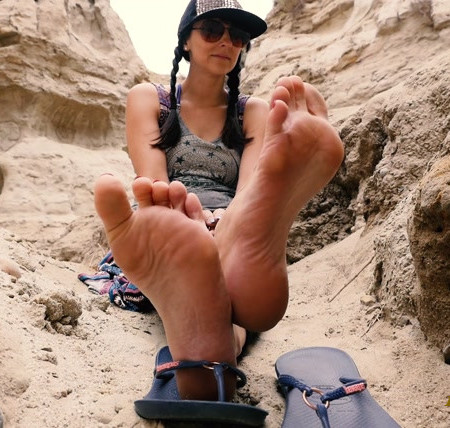 Stella Liberty - Sole Tease in the Canyon