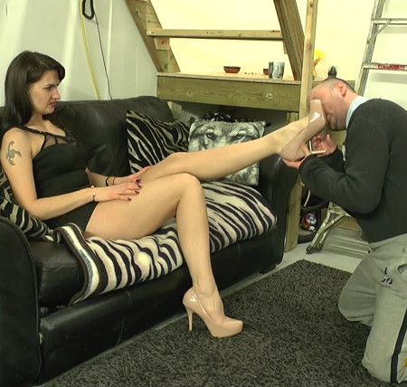Sexy Assassin - Worshipping Her Heel, Then Gag