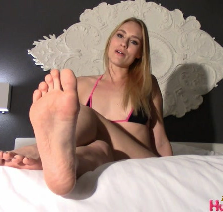 Goddess Jolene - Beg Me To Suck My Toe Like It's A Cock, You Pathetic Foot Fag