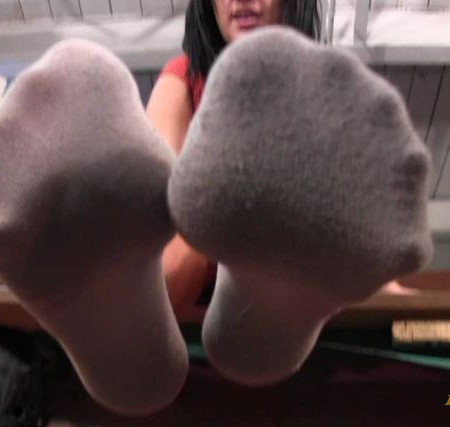 Bratty Foot Girls - Mandy Taylor - Grovel at my feet!