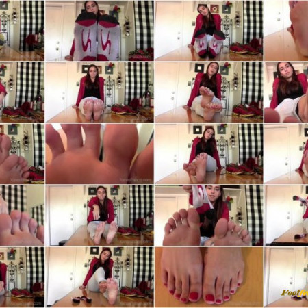 Xanas Foot Fantasies - Ivy's Size 10 Feet Are Sweaty
