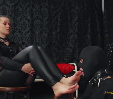 Lady Anette - Foot Worship On A Leash
