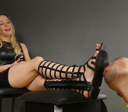 Lady Kara - Good Motivation To Clean Dirt From My Shoes Slave