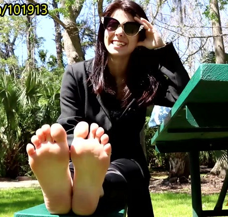 Random Sole Encounters - Goth Coed's Reluctant Tickling Session