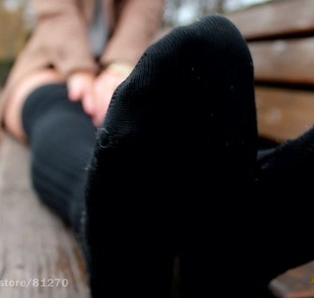 KNEE SOCKS and SMELLY FEET !