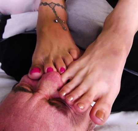 Bratty Foot Girls - Stefania Mafra, Scarlet Hart - Stefania & Scarlet's Super Stinky Foot Smelling Punishment