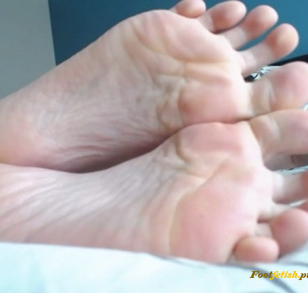 Leighlake - Super up close with my wrinkled foot soles