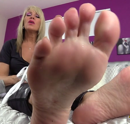 Erotic Nikki - Dirty Shoes Sweaty Soles Jerkoff