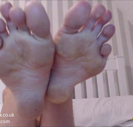 misssmithxxx - Barefoot worship and foot tease