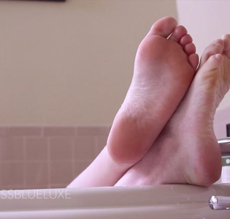 Blue Luxe - Slippery Bath Time Toes Ignore you