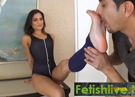 Goddess Foot Worship - Chichi Madina - Post Workout Foot Worship