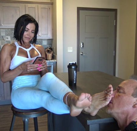 Goddess Zephy – Foot Worship after Workout 2