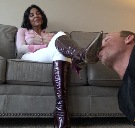 Goddess Zephy – Lick my boots, bitch