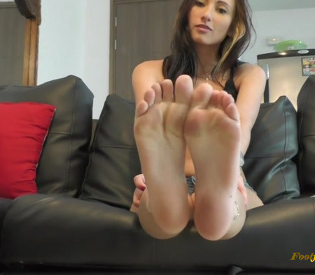 Isabel Delivers Some Kicks To Slave That Worships Her