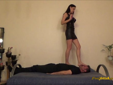 Glamour Brats - Abbie Cat - BRUTAL Trampling And Facestanding