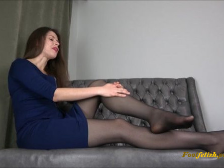 Miss Melissa - Punished By My Nylon Feet - Footworship