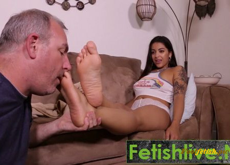 Goddess Foot Worship - Mia Martinez - Spring Break Visit