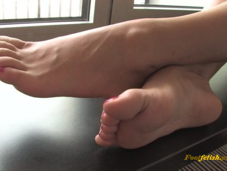 Noemi's World - Ambra - Her soles are so wide and meaty! - Fetish