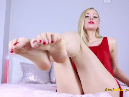 Russian Queen M - Sexy Foot Tease
