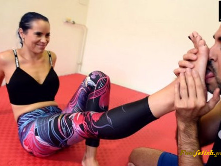 Czech Soles - Wrestling teaching lesson and gym feet worship