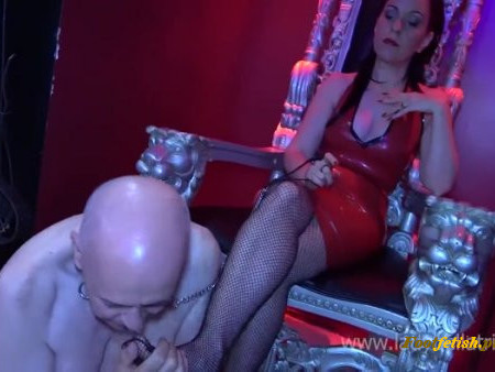 Lady Bellatrix - Foot Worship on the Queen