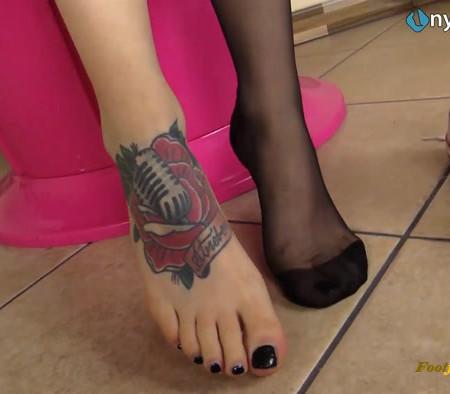 Nylon Feet Love – Super-hot Medusa Blonde licks her own nylon-covered feet