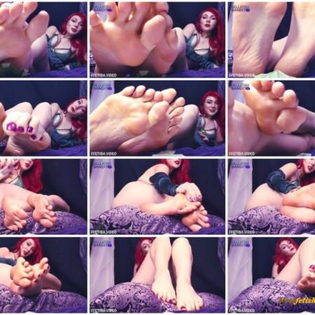 Bellatrix Bandit - Poison Ivy Foot Slave Training