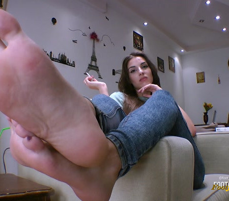 Foot Goddess Mia – Imagine being my slut for a day