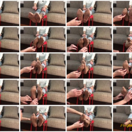 Doll House Studio – Her Feet Are Too Ticklish In Nylons