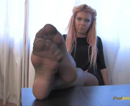 Noemis World – Sexy blonde in grey pantyhose