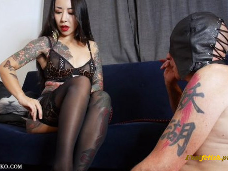 Japanese Mistress Youko - Sweaty Foot Worshipping Slave (1080 HD) - Foot Worship