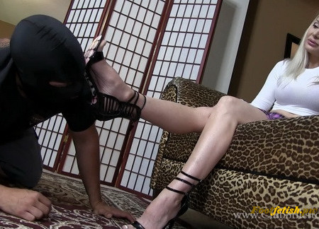 Clubstiletto - Madison's Shoe and Foot Bitch - Miss Madison