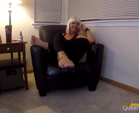 QUEEN KASEY - Worship the cock for my perfect feet.