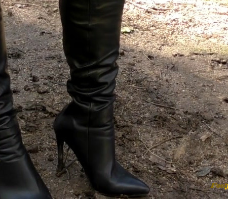 Young Goddess Kim - Boot camp - Grovelling worm