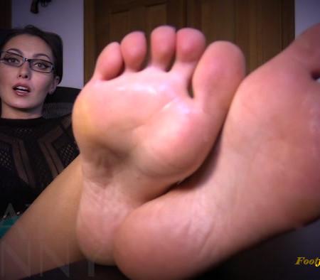 Bratty Bunny - Teachers Foot Piggy