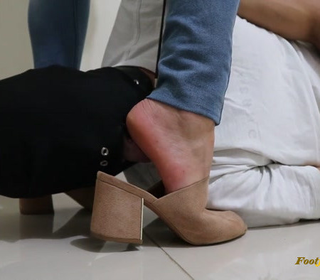 Goddess Jmacc - Cleaning Feet Daily