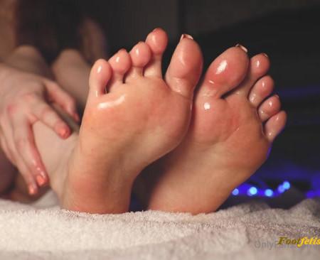celestial tootsies - Oily soles