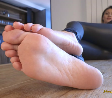 Nikola - Long toes and perfect rough soles
