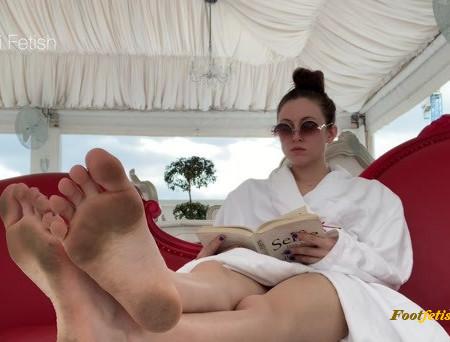 Nikki Fetish – Sneaky Little Foot Fantasy