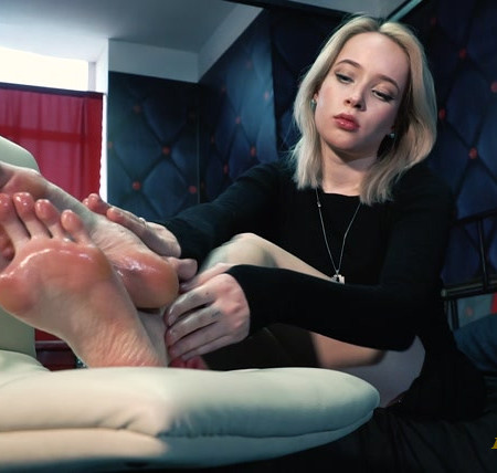 RussianFetish – Ticklish exhaustion of Alla – Her beauty long toes with oil and very ticklish reaction